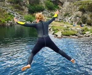wild swimming in cornwall with hands on life transformational retreats
